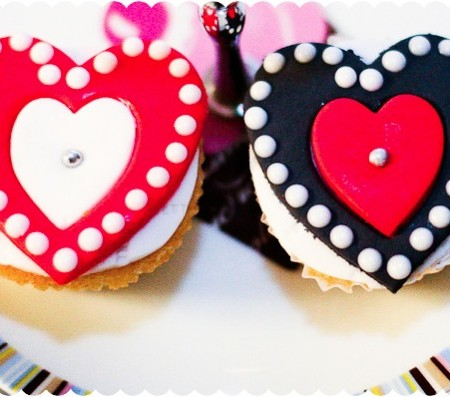 valentines-sugarpaste-fondant-hearts-red-white-piped-dots1