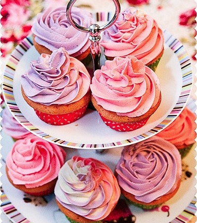 vanilla-buttercream-triple-coloured-cupcakes