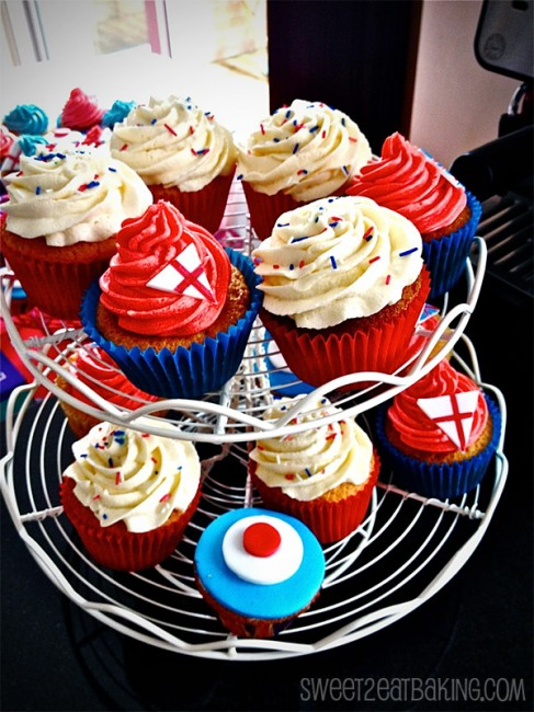 olympic-theme-england-red-white-blue-2012-cupcakes1