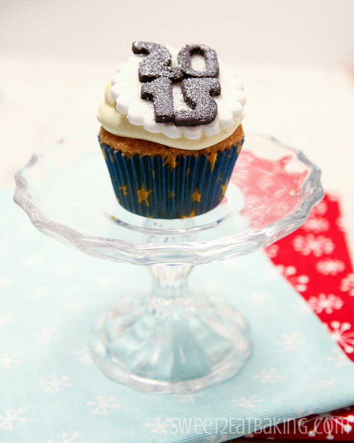 Cupcake Decorating Ideas New Years Eve : New Years Eve Themed Cupcakes & Cake Decorating Bundle ...
