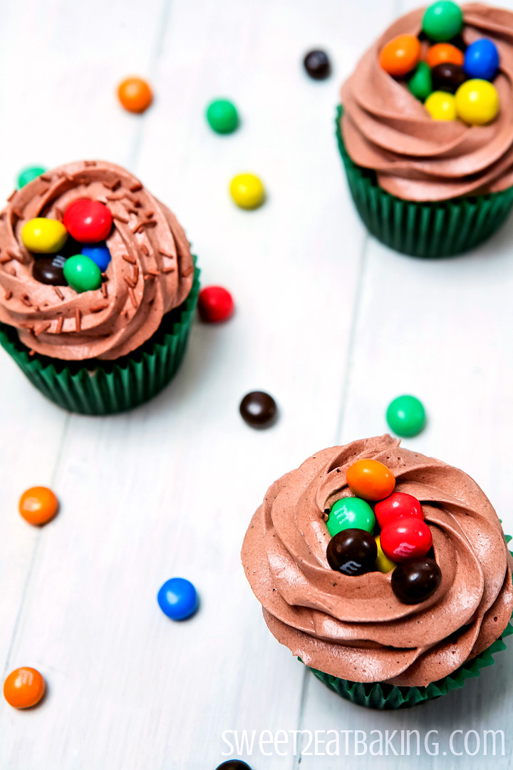 M Amp M S Crispy Chocolate Cupcakes With Chocolate Frosting Recipe